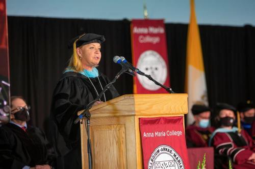 Commencement-Graduate-2021-009