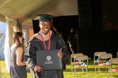 Commencement-Graduate-2021-030