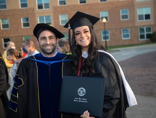 Commencement-Graduate-2021-043