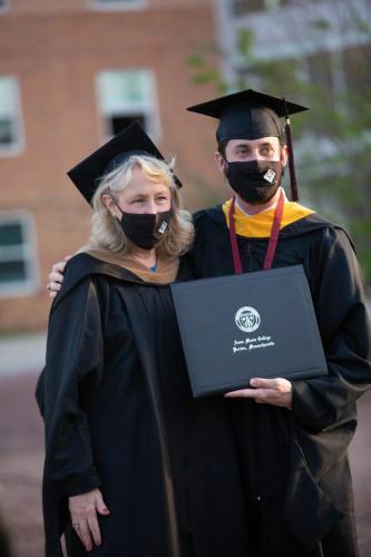 Commencement-Graduate-2021-075